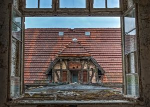 View from one side of the Whitney-Houston-House (Beelitz) to the other