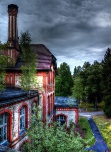 The side central side building of the Whitney-Houston-House, Beelitz