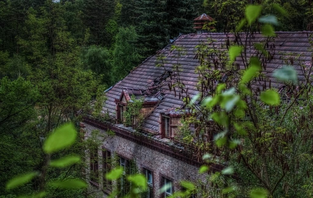 View onto the partially collapsed roof of the Beelitz surgery building